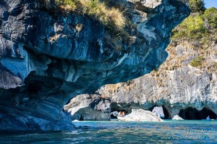 """Serie: Descubriendo Aysén // Fotos y Edición: Felipe """"Pipo"""" (viajandonaviaje.com) // Kayak en Capillas de Marmol"""